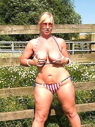 Public boobs, Flashing boobs