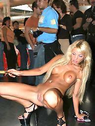 Public nudity, Public flashing, Public flash
