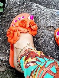 Feet, Public