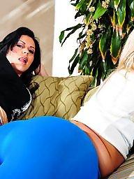 Julie, Blonde ass