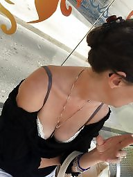 Downblouse, A bra, Flashing tits