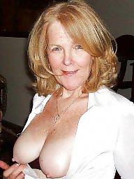 Mom boobs, Moms