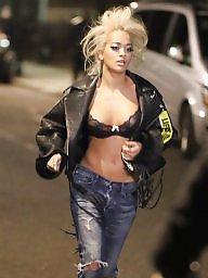 Blonde, A bra