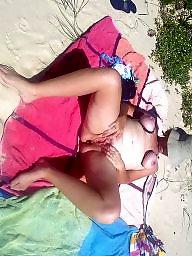 Tied, Tied tit, Beach tits