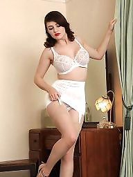 Girdle, Stocking, A bra, Girdle stockings
