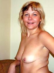 Nude, Blonde milf
