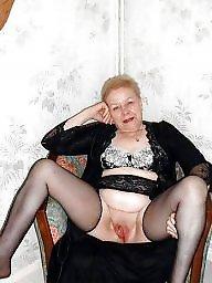 Granny mature, Grab, Grabbing