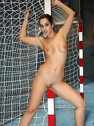 Nude, Girls