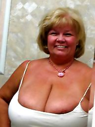 Lady, Mature tits, Matures, Mature flashing, Flashing tits, Tits flash