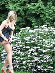 Garden, Milf upskirts