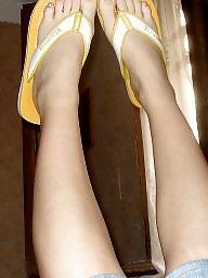 Amateur feet, Brunette milf