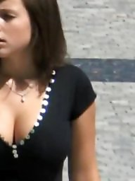 Downblouse, Cleavage