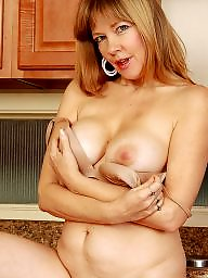 Boobs, Mature boobs, Kitchen